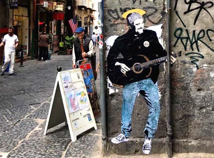 San Pino Daniele con l'aureola: il murales del Centro Storico di Napoli